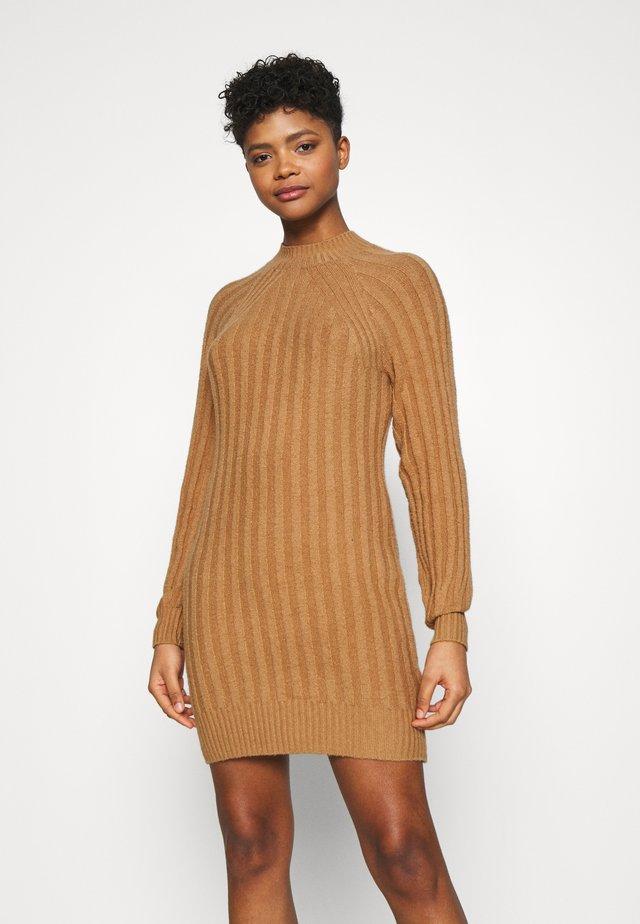SWEATER DRESS - Vestido de punto - tan