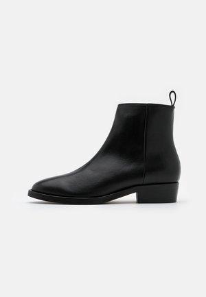 HANDCRAFTED HUNTER - Korte laarzen - black