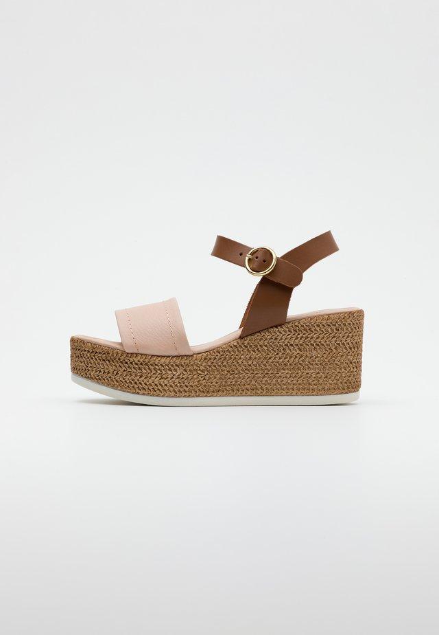 SAMUEL - Platform sandals - cipria/camel