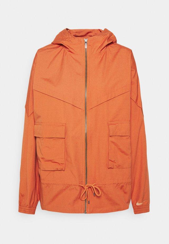 W NSW ICN CLSH JKT WR CANVAS - Training jacket - light sienna/healing orange