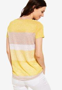 comma casual identity - MIT STREIFENMUSTER - Print T-shirt - yellow - 2