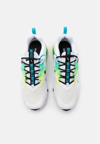 Nike Sportswear - AIR MAX 270 REACT - Sneakers laag - white/black/blue fury/volt/flash crimson - 3
