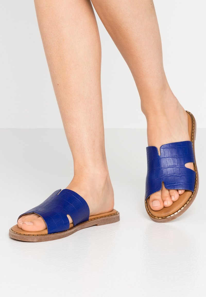 Tamaris - SLIDES - Mules - royal