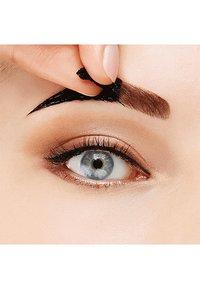Maybelline New York - BROW TATTOO GEL TINT - Eyebrow gel - 02 medium - 4