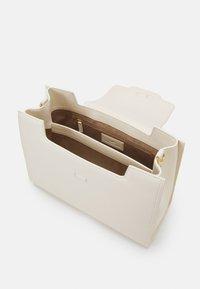 Elisabetta Franchi - CLAMP LOGO SHOULDER BAG - Handbag - burro - 3