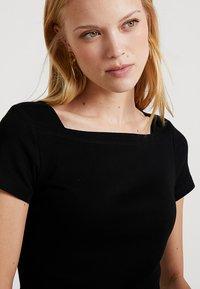 TOM TAILOR - CARREE NECKLINE - Basic T-shirt - deep black - 3