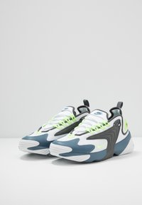 Nike Sportswear - ZOOM  - Matalavartiset tennarit - white/ghost green/iron grey/thunderstorm - 2