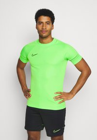 Nike Performance - ACADEMY 21 - T-shirt print - green strike/black - 0