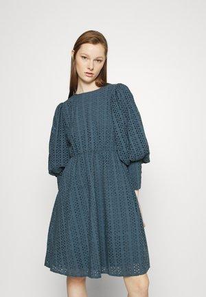 YASMELIS DRESS - Vestito estivo - orion blue