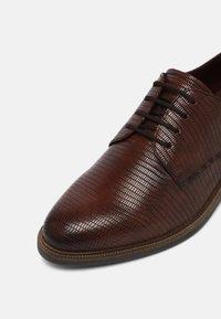 Tamaris - Šněrovací boty - cognac - 7