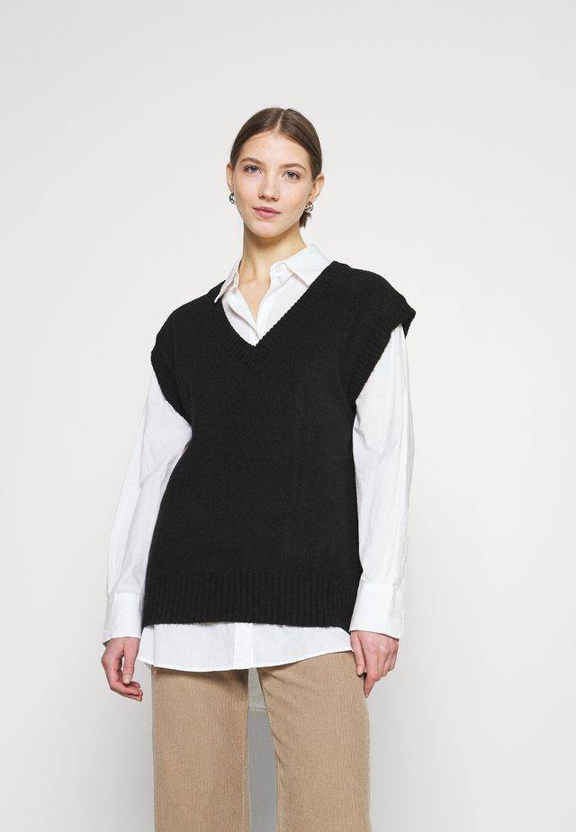 PCCHRIS V NECK - Sweter - black