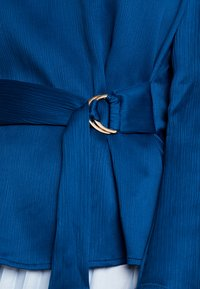 Cortefiel - BLOUSE WITH SIDE BOW DETAIL - Blouse - blues - 5