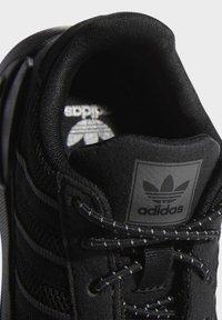 adidas Originals - LA TRAINER LITE SHOES - Scarpe primi passi - black - 6