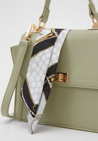 Pieces - PCOLIVE CROSS BODY  - Sac à main - olive branch/gold-coloured - 3