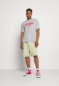 Reebok Classic - CLASSIC NATURAL DYE - Pantalones deportivos - harmony green - 1