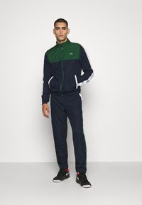 Lacoste Sport - TENNIS TRACKSUIT - Tracksuit - green/navy blue/white - 0