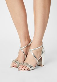 Dorothy Perkins - SHOWCASE BUTTERFLY - Sandals - silver - 0