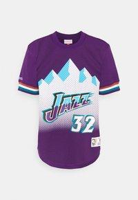 Mitchell & Ness - NBA UTAH JAZZKARL MALONE NAME & NUMBER CREWNECK - T-shirt med print - purple - 0