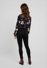 Vero Moda Petite - VMSOPHIA SOFT - Jeans Skinny Fit - black - 2