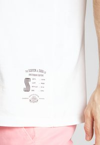 Scotch & Soda - CLASSIC CREWNECK TEE - T-shirt - bas - white - 5