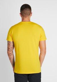 Ellesse - GINITI  - Printtipaita - yellow - 2