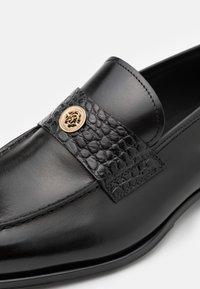 Roberto Cavalli - Elegantní nazouvací boty - black - 5
