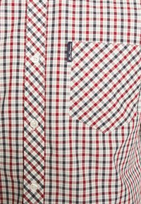 Ben Sherman - SIGNATURE HOUSE CHECK - Overhemd - red - 7