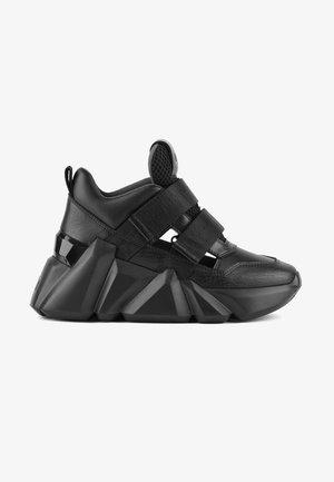SPACE KICK - Sneakers laag - black