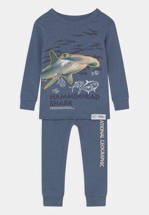 NATIONAL GEOGRAPHIC TODDLER BOY SHARK UNISEX - Pyjama set - chrome blue