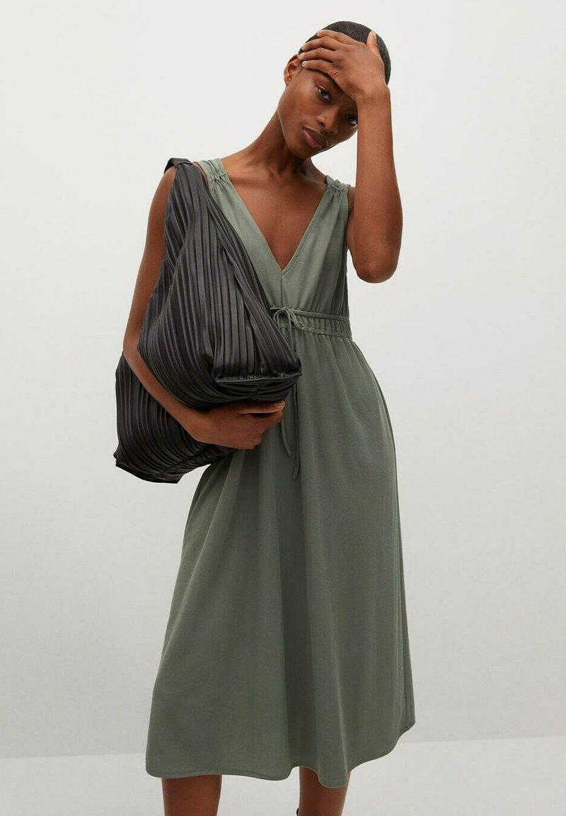 Mango - DOMENICO - Sukienka z dżerseju - kaki