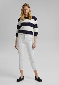 Esprit - MR CAPRI - Pantaloni - white - 1