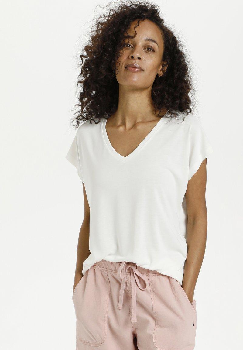 Kaffe - LISE - Basic T-shirt - chalk