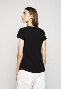 CLOSED - WOMEN´S - Basic T-shirt - black - 2