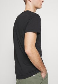 Cotton On - ESSENTIAL TEE 3 PACK - Basic T-shirt - black - 5