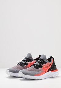 Nike Performance - EPIC REACT FLYKNIT  - Hardloopschoenen neutraal - cool grey/bright crimson/black/white - 2