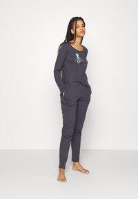 Triumph - SET - Pyjama set - pebble grey - 1
