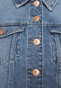 Pieces Curve - PCLOU  - Denim jacket - light blue denim - 2