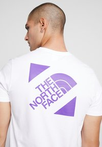 The North Face - SLANTED LOGO TEE - T-Shirt print - hero purple - 4
