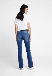 G-Star - MIDGE MID BOOTCUT   - Bootcut jeans - faded blue - 2