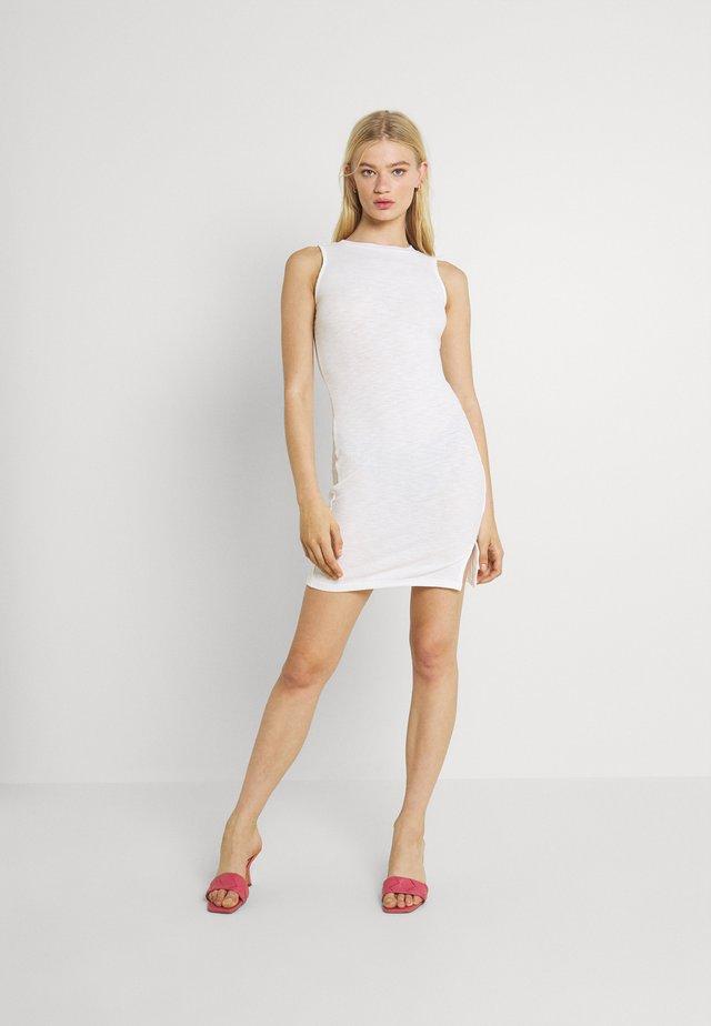 SIDE SPLIT SLEEVELESS MINI DRESS WITH HIGH ROUND NECKLINE - Sukienka z dżerseju - off white