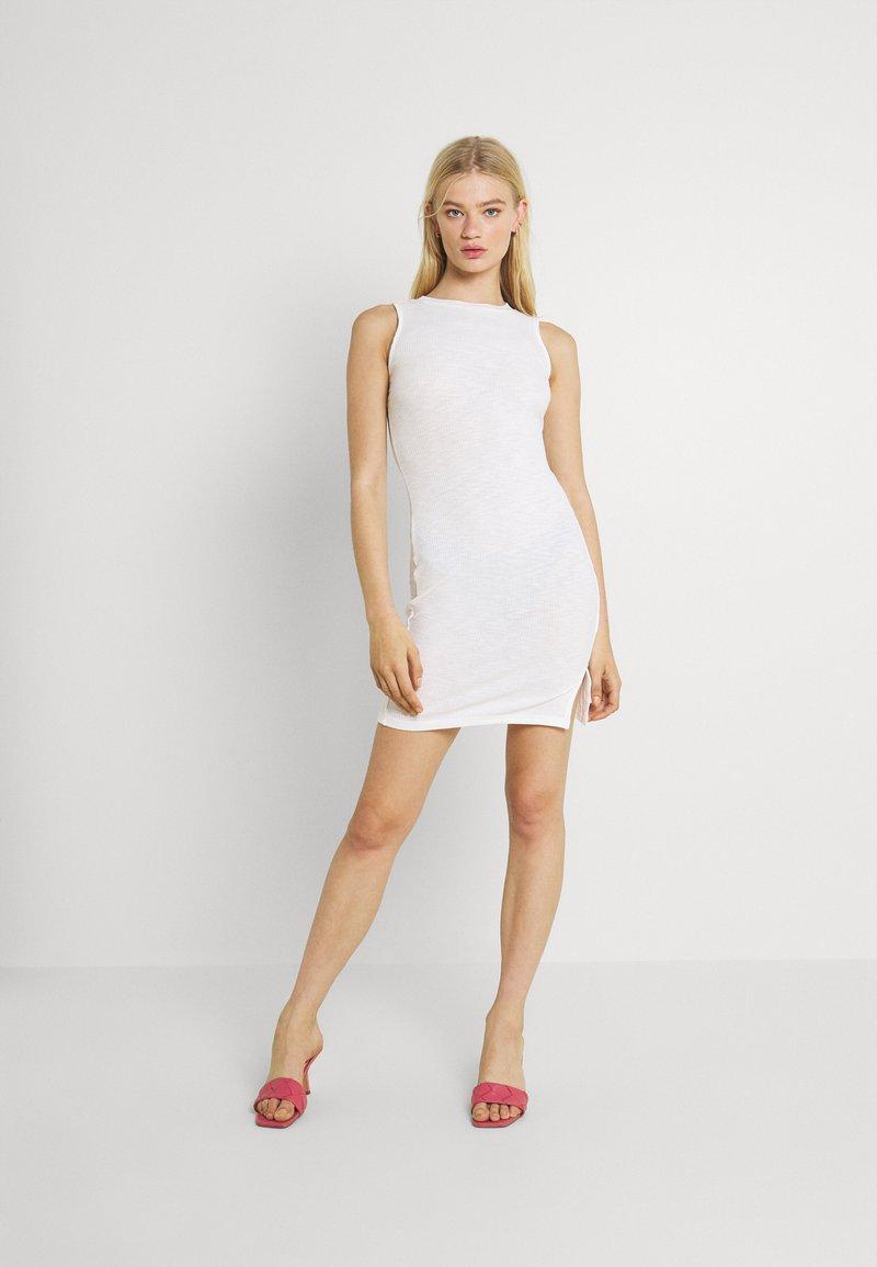 Glamorous - SIDE SPLIT SLEEVELESS MINI DRESS WITH HIGH ROUND NECKLINE - Vestido ligero - off white