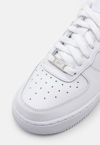 Nike Sportswear - AIR FORCE 1 '07  - Trainers - white - 5