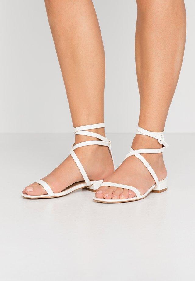 GRACE - Sandaalit nilkkaremmillä - white