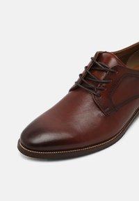 ALDO Wide Fit - JARRAH FLEX - Elegantní šněrovací boty - cognac - 6