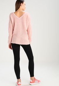 ONLY - ONLPEYTON LACE UP - Strickpullover - rose dawn/w. white melange - 2