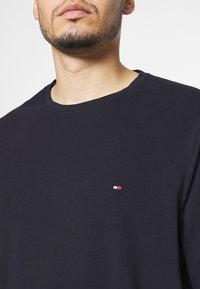 Tommy Hilfiger - STRETCH SLIM FIT TEE - Long sleeved top - blue - 4