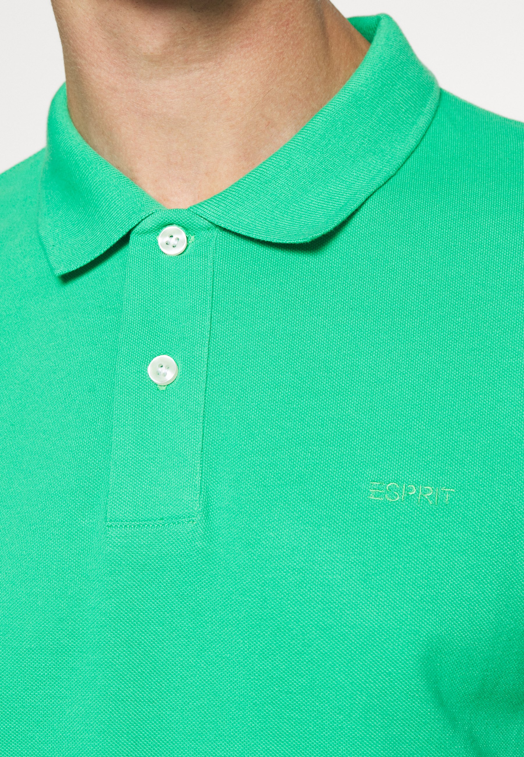 Esprit Polo shirt - green CMAGL