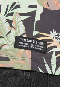 TOM TAILOR DENIM - Print T-shirt - green - 5