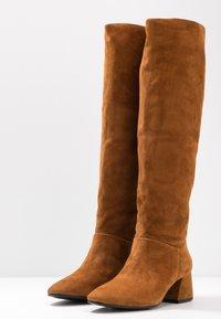 Vagabond - ALICE - Høje støvler/ Støvler - caramel - 4