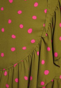 Who What Wear - RUFFLE WRAP MINI SKIRT - A-line skirt - army/pink - 4